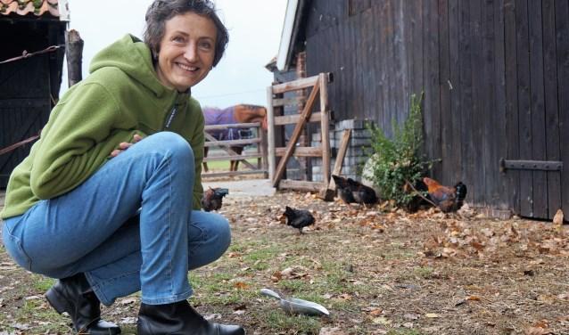 """Sylvia ten Klooster is afgestudeerd op homeopathische behandeling van paarden, honden en katten. """"Maar ik verdiep me ook graag in problematiek bij vogels, kippen en knaagdieren. Ik wil dieren helpen."""""""