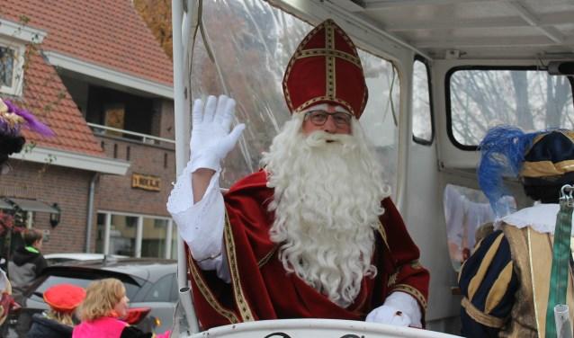 In een bootje genaamd De Glind 'voer' Sint Nicolaas zaterdag 25 november Achterveld binnen.