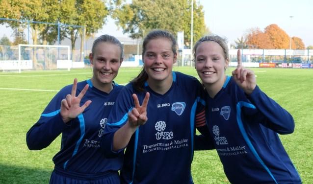 Vlnr: de doelpuntenmakers Marina Dielen, Loes en Eefke Oonk.