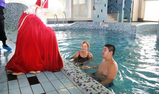 Een van de jaarlijkse hoogtepunten bij zwemclub De Dobbertjes is de komt van Sinterklaas naar het Olympiabad in Waalwijk.