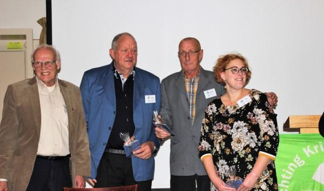 Roel de Vries, Johan Scholten, Willem Bonestroo en Ratna Griffioen vormden dit jaar de schenkingscommissie van de Kringloop De Cirkel. Zij mochten 20.000 euro onder 18 aanvragers verdelen. Foto Dick Baas