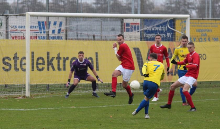 JVC Cuijk ging zondagmiddag onderuit in Oss. (foto: Mark Pouwels)