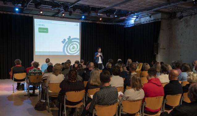 Ruim 90 aanwezigen kregen energie van de presentatie van Vitaloog Klaas Koster.