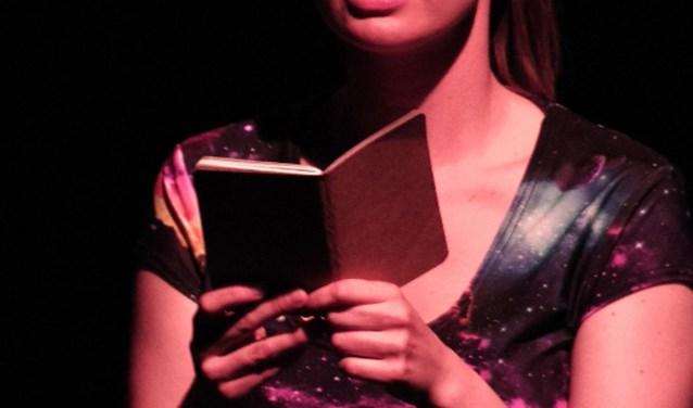Kitty Goemaat naar DE KOM in De Cabaretpoel, vier keer leuk! Foto: TC Management.