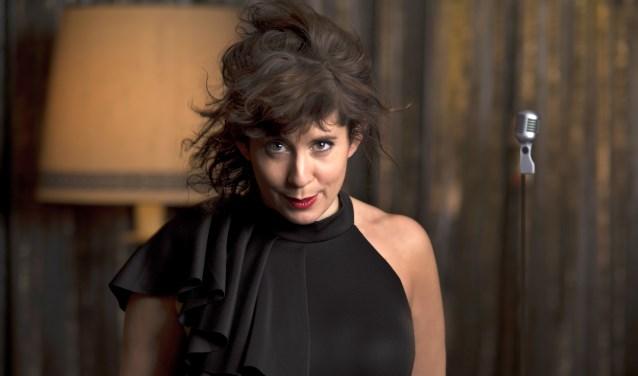 Dorona Alberti zingt covers van bekende en minder bekende Duitse nummers, uitgebracht in de periode van 1900 tot nu. Foto: Nol Havens