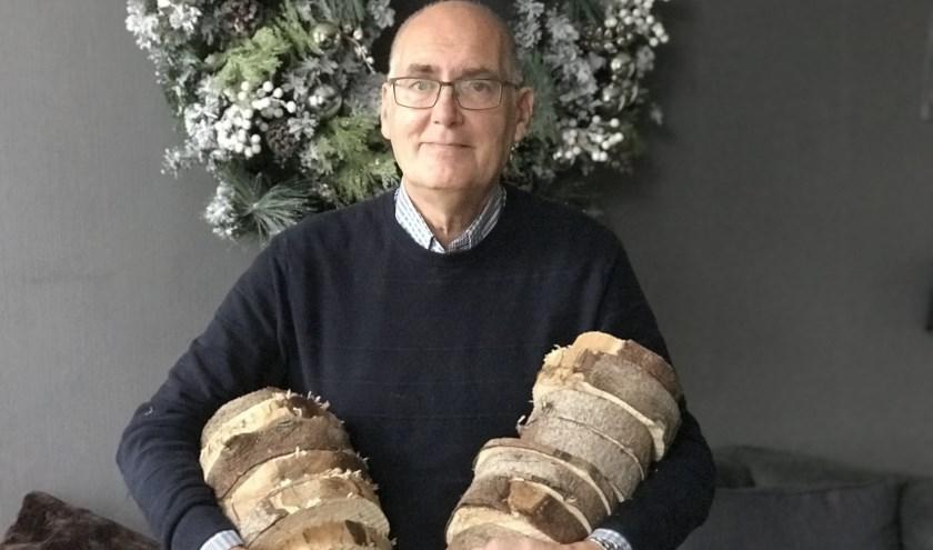 De boomschijven van de kerststukjes zijn afkomstig van de gedenkboom van vorig jaar.