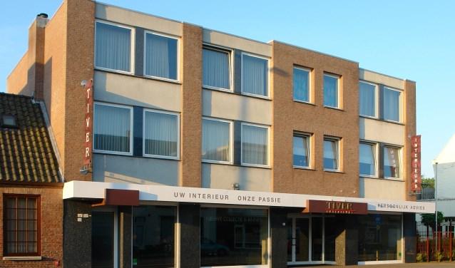 Het pand waar het familiebedrijf Tiver Interieurs jarenlang zat, staat te koop.