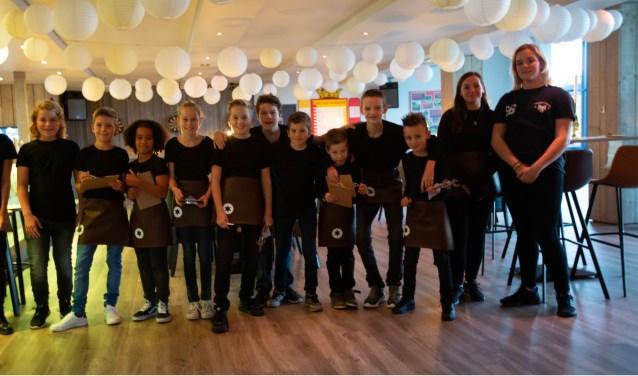 Chef-kok Robin Verlaan had de leiding in de keuken en hij kreeg ondersteuning van vijftien enthousiaste jeugdleden.