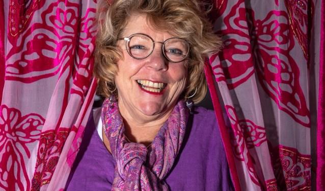 Zwolle Margreet Oldhoff heeft een boek geschreven over haar reizen met een camper.