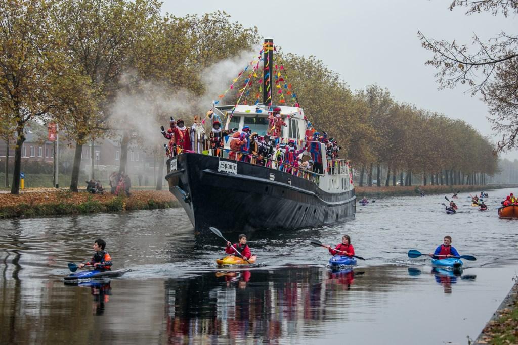 Nog even wachten en dan zet Sinterklaas weer voet aan wal in Helmond. Foto: Jan Dijstelbloem.