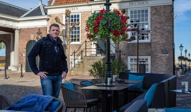 Ondernemer Govert Verdoorn uit Heusden is de nieuwe kartrekker van het Hanging Basket-project in de vesting. Foto: Yuri Floris Fotografie