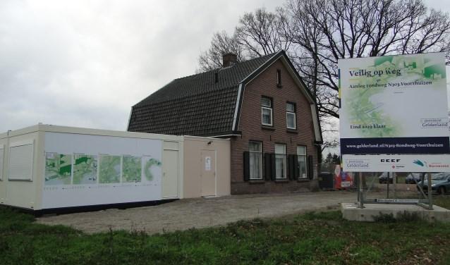 Het informatiepunt op de plek waar de rondweg straks aftakt van de Baron van Nagellstraat.
