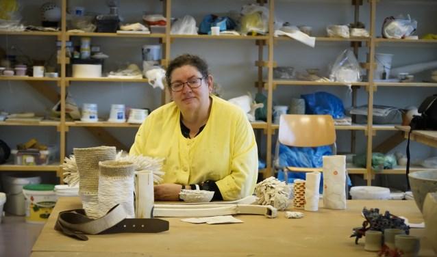 Jolanda Vermulst in haar atelier. Foto: Biek van Bree.