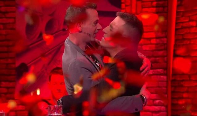Geëmotioneerd vielen Corné van Spijk en Roy Engels elkaar na het verlossende woord in de armen tijdens de finale van House Rules NL.