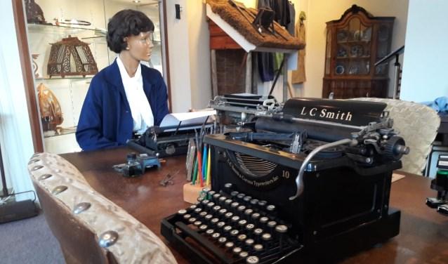Een typemachine van vroeger. Deze en nog meer spullen zijn te zien bij de expositie 'Technisch gemak dient de mens'. Foto: Susanne Nijenhuis.