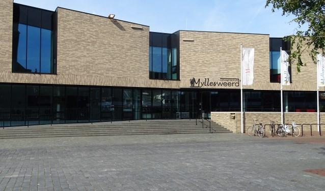 Het gemeentehuis van Mill en Sint Hubert in Myllesweerd. (foto: Shelly Boom)