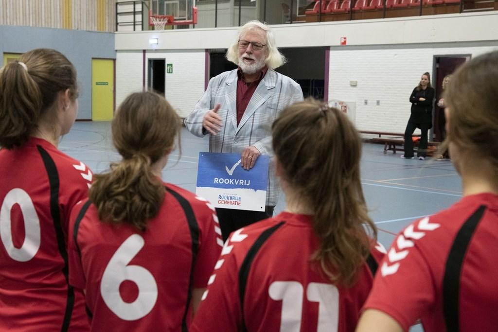 Uitleg wethouder Sport Bert Velthuis over Rookvrije Generatie project. Foto: HV Havana © Persgroep