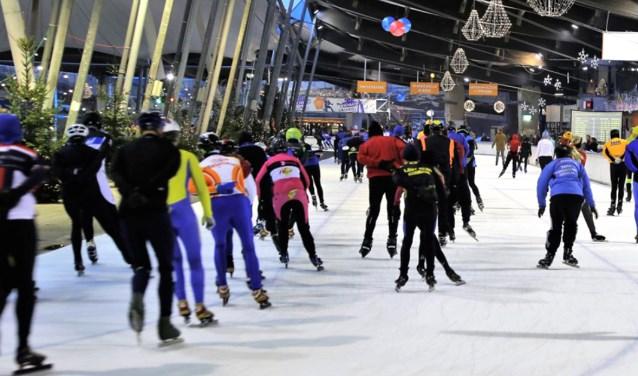 Zaterdagavond 12 januari is volgens traditie de Schaatsnacht. Voor de 16e keer worden er duizenden kilometers verreden op het ijs.