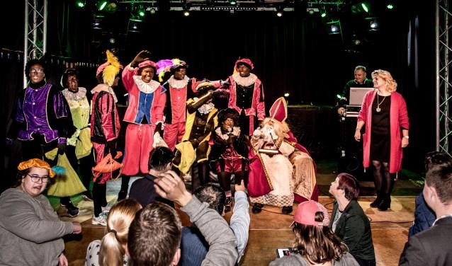Iedereen was erg blij dat het Sinterklaasfeest dit jaar weer door kon gaan.
