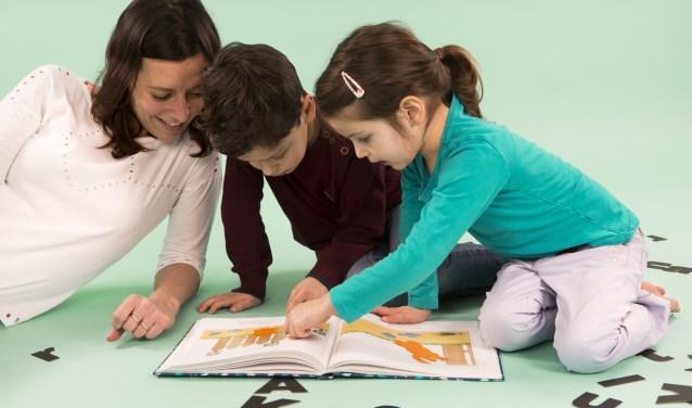Heb je affiniteit met (voor)lezen en wil je bijdragen aan de taal- en leesontwikkeling van jonge kinderen? Dan is de VoorleesExpress iets voor jou! Zie www.voorleesexpress.nl.