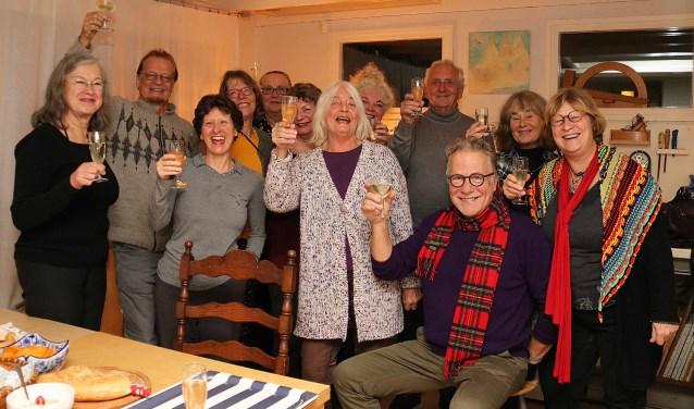 Het 1e Kunstenaarscafé in het atelier van Jom Erlings. FOTO: Hanny van Eerden