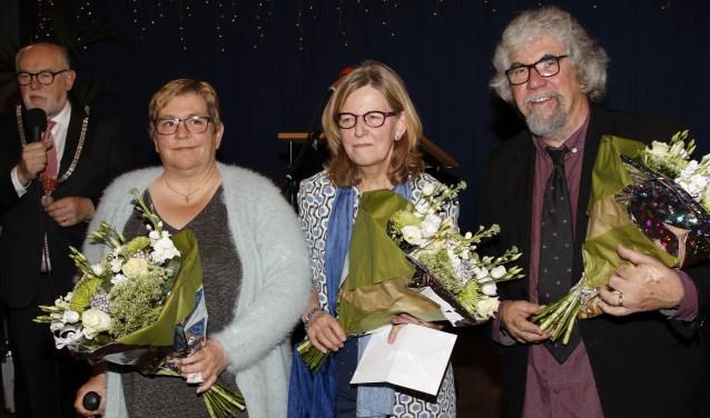 Winnares Riek Janssen (midden) wordt geflankeerd door Rie-Anne van Raay (tweede) en Piet Snijders (derde).  (foto: Bas Delhij)