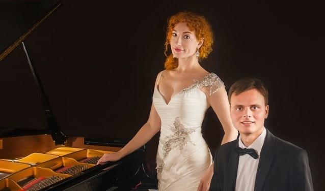 Pianist Vitaliy Sokolovskiy en vocaliste Alla Gorskaya treden op tijdens de nieuwjaarsreceptie van de gemeente IJsselstein. (Foto: PR)