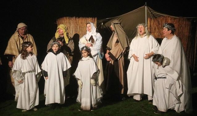 Tijdens het regio-Kerstevent treden dorpelingen op als Bijbelse figuren, onder meer in een mini-musical. FOTO: Hanny van Eerden