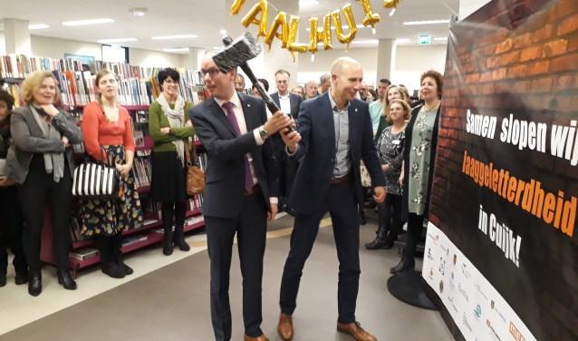 Het taalhuis werd officieel geopend in de bibliotheek in Cuijk. (foto: Jos Janssen)
