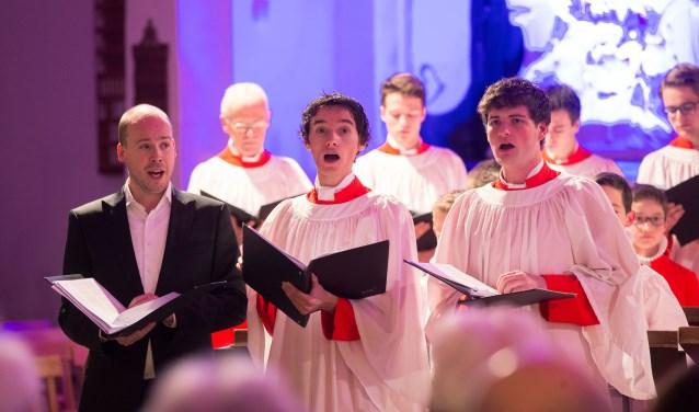 Countertenor Maarten Engeltjes en het Kampen Boys Choir in de Grote of Sint Nicolaaskerk te Elburg. (Foto Freddy Schinkel)