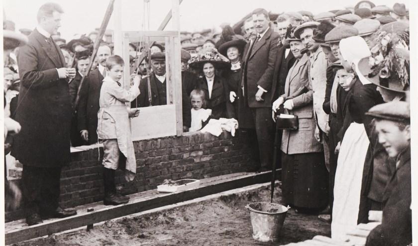 De start van de bouw van het eerste Rekkense paviljoen, meer dan honderd jaar geleden.
