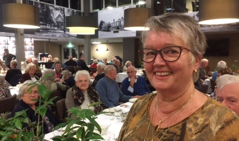 Samen met 24 vrijwilligers en hulp van de Hoge Weide lukt het Nelly en haar man Huib om maandelijks een maaltijd te organiseren.