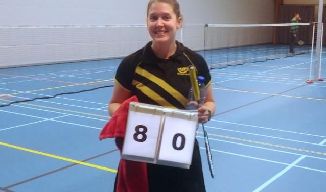 Teamcaptain Denise van Eekeren laat de eindstand zien.