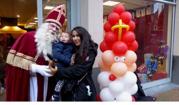 Het was heel gezellig bij het Sinterklaashuis in het centrum zaterdag en zondag. Foto: Roel van Deursen