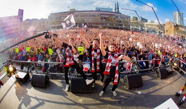 Puinhoop Kollektiv, hier bij de huldiging van PSV in Eindhoven, stopt na zeven jaar met draaien. Feesten blijven ze wel organiseren.