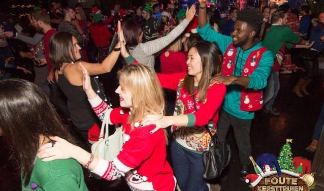 De Foute Kersttruien Party vindt 26 december plaats in de Effenaar.
