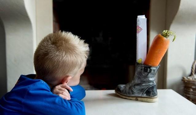 Naud (6) heeft zijn schoen al klaargezet voor Sinterklaas.