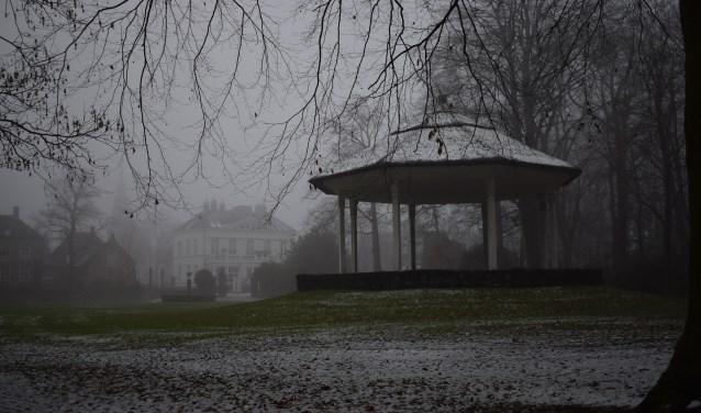 Mist en wat sneeuw in het Stadspark van Oosterhout.