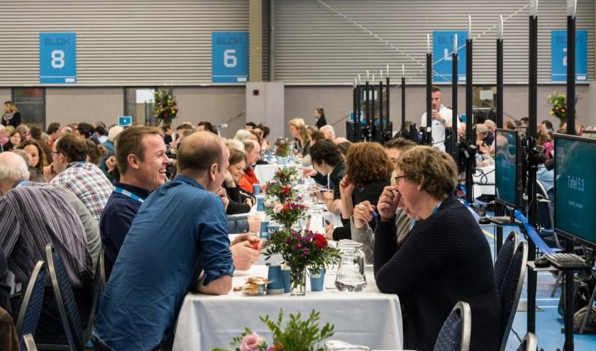 Brabanders met elkaar in gesprek over voedsel tijdens een eerdere bijeenkomst van G1000.