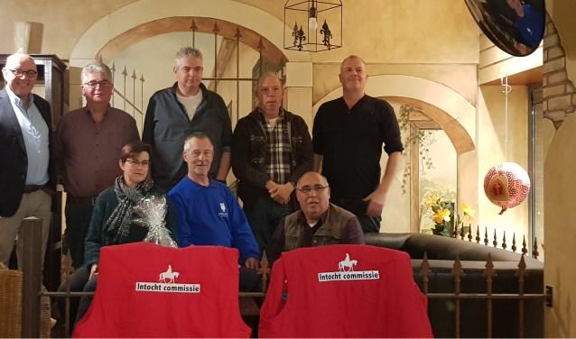 De commissie werd hartelijk bedankt voor hun diensten. (foto: eigen foto)