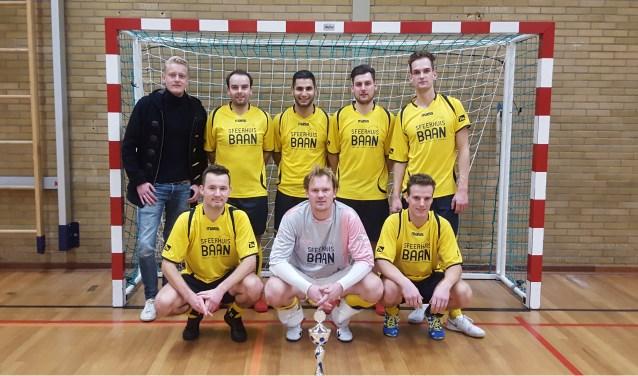 Sfeerhuis Baan heeft door het nemen van strafschoppen het zaalvoetbaltoernooi gewonnen. Foto: Excelsior'31.