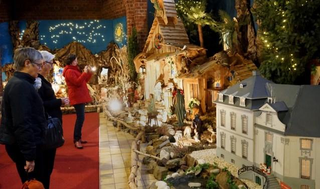 Kerststallenexpositie in de Sint Petrusbasiliek in Boxmeer. (foto Tom Oosthout)