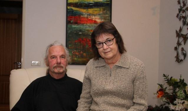 """Hennie en Joep Teurlincx willen de nefroloog en het personeel van de dialyseafdeling een groot compliment geven. """"Het zijn mensen met een roeping. Ze nemen de tijd voor je en stellen je gerust"""", besluit Joep. FOTO: Ad Adriaans."""