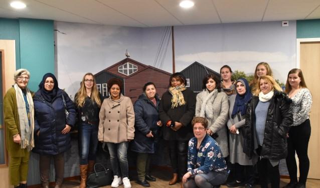 De groep vrouwen keek goed rond in het vernieuwde Nieuwe Feithenhof, met de prachtige platen aan de muur.