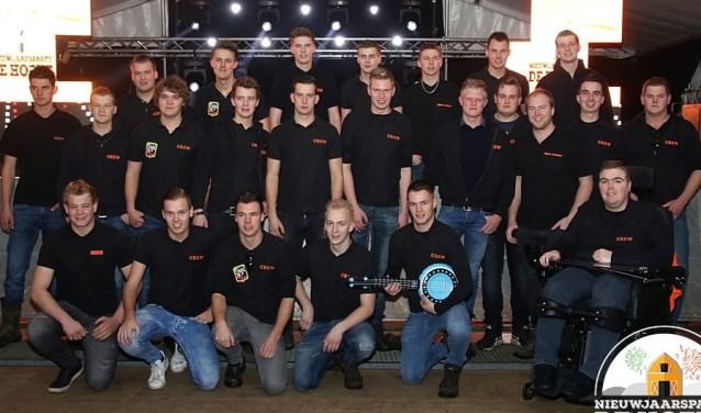 De organisatie van de nieuwjaarspartybestaat uit twee vriendengroepen uit de Hoeve. Foto: Sander Lagewaard