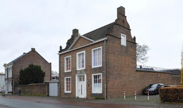 Dit kantoorgebouw met confectieatelier werd gebouwd in 1949 naar een ontwerp van Jos. Bedaux. www.heemkundekringtilburg.nl