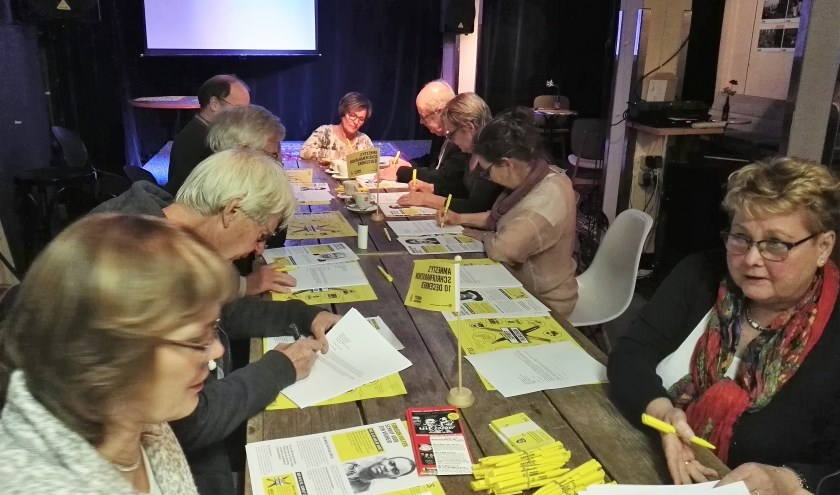De internationale schrijfacties van Amnesty International worden goed bezocht. Iedereen mag mee schrijven en naar de film komen.