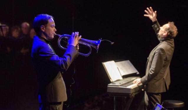 Geerhard Abma op trompet en Gezinus Veldman tijdens Winterkraaien.