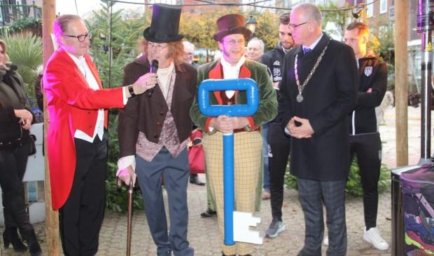 Bethlehem Boulevard werd geopend door de stadssleutel aan Scrooge te geven