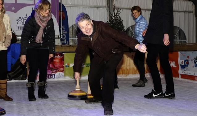"""Hans Gilissen op de ijsbaan in Venray: """"Het Land van Cuijk moet vooralzichzelf blijven."""" (foto: Rikus ten Brücke)"""